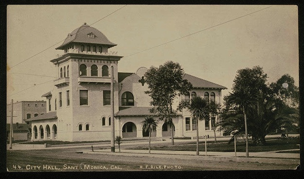 City_Hall_on_the_corner_of_Fourth_Street_and_Santa_Monica_Blvd_Santa_Monica_Calif