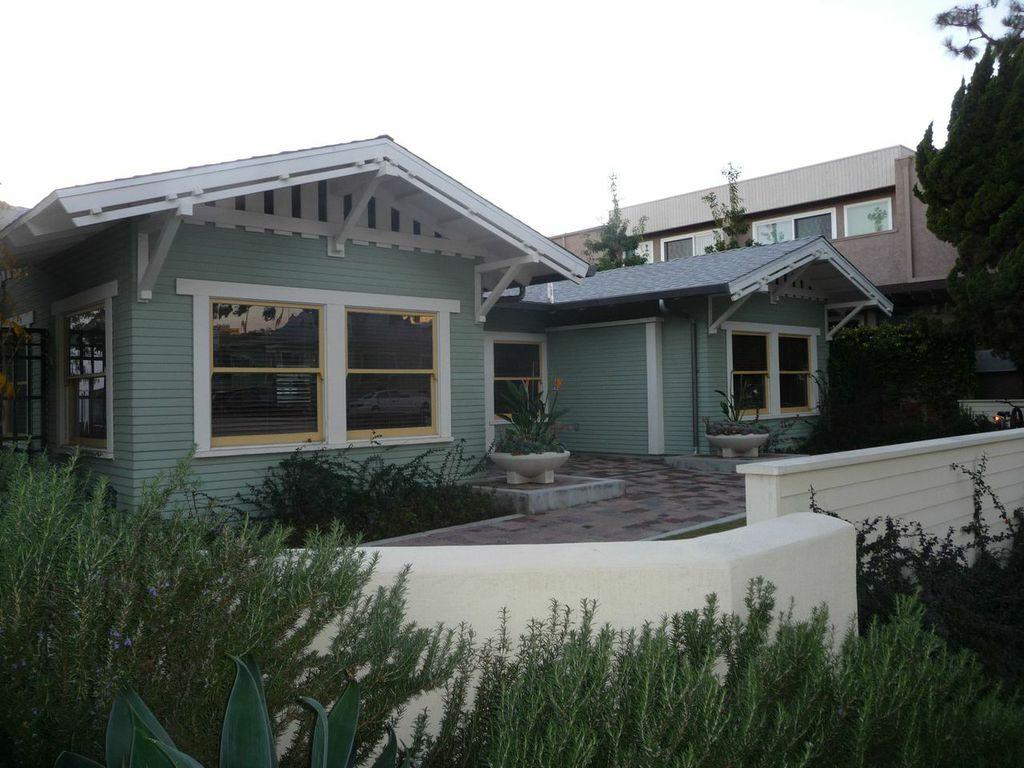 Unitarian Universalist Community Church of Santa Monica bungalow; photo credit Carol Lemlein